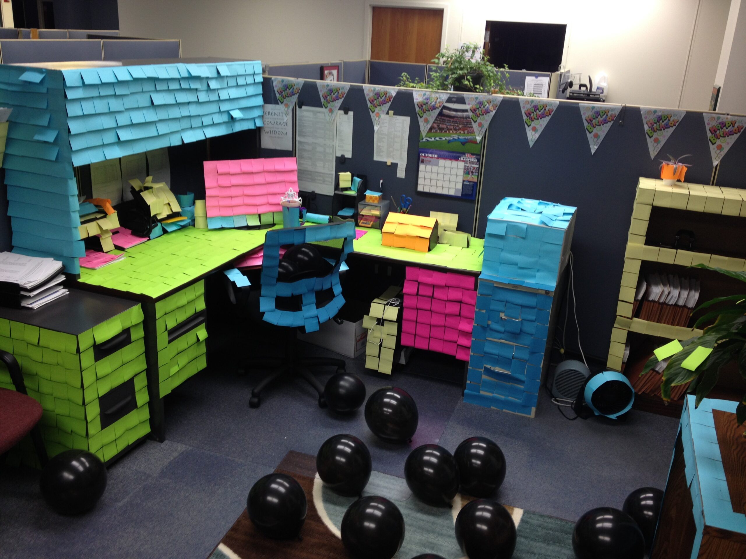 How to decorate an office with post-its